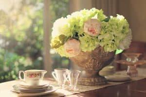 Påskebord med blomster