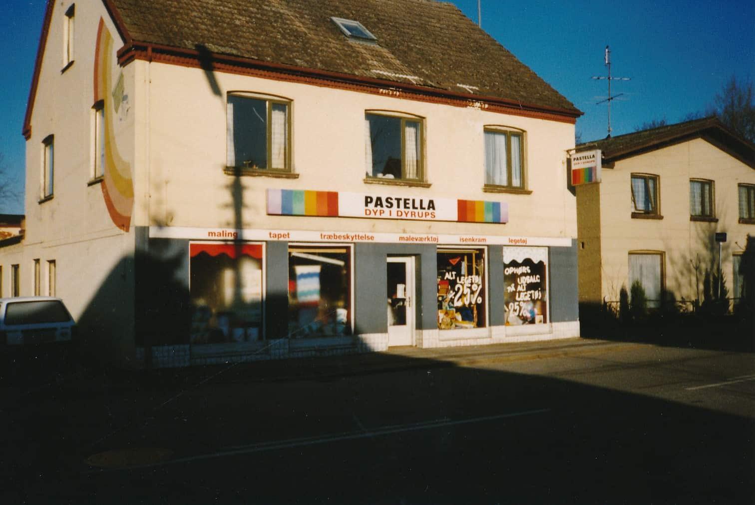 """Gammel """"farvehandel"""" i Søllested."""